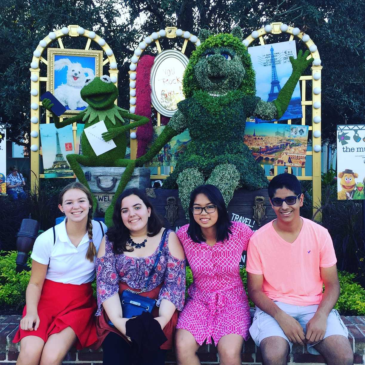"""A PICK WITH """"MOI"""": You can expect different photo ops throughout the shopping area. Here, we managed to snag a pick with Kermit the Frog and Miss Piggy. From left: Emma Edmund '18, Dina Al-Hassani '16, Samantha Tun '17 and Arjun Gandhi '18."""