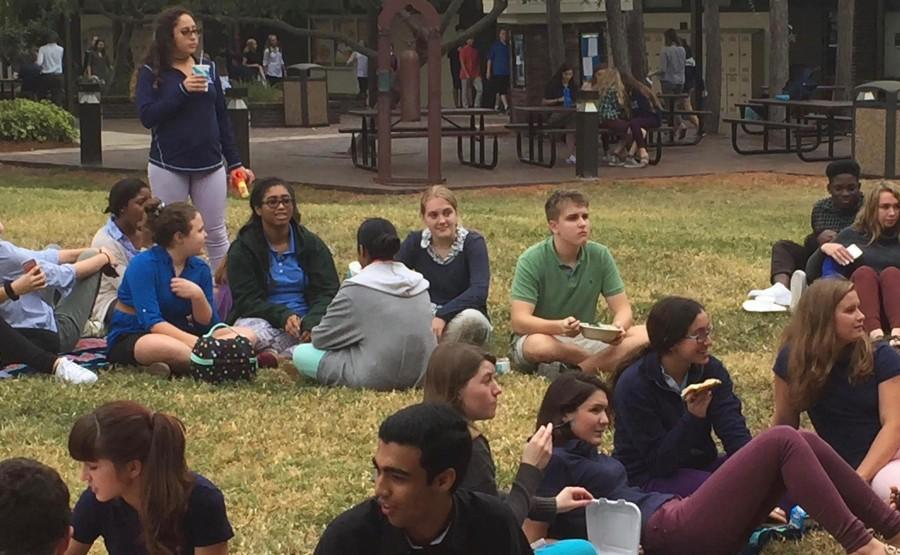 Students can be seen talking and mingling with students they dont usually sit with during lunch!