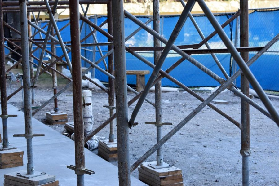 FENCED IN: A chain-link fence surrounds the work site, keeping students out of the way. Until construction is finished, students are not allowed to enter the Frederick Learning Commons in the Jean Ann Cone Library through the Aye Arboretum entrance.