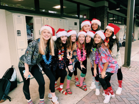 ALOHA CHRISTMAS: Maggie Matulis '23, Mercy Roberts '23, Abbey Dempsey '23, Marley Mariani '23, Olivia Pielak '23, Nevaeh Morales '23, Gaby Algood '23, Angali Degala '23 and Sonia Beljic '23 dressed up as tacky tourists in Hawaii on Christmas for multiples day. Photo from Abbey Dempsey.