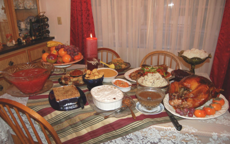 TURKEY TRADITIONS: A traditional Thanksgiving meal is ready to be enjoyed by family and friends. Photo from Wikimedia Commons